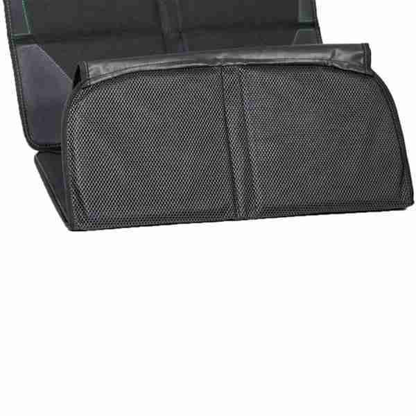 A padded underlining protects the seats of the car
