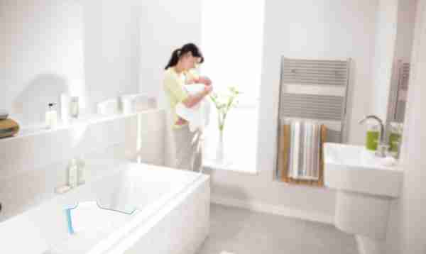 The blue BabyDam bathwater barrier fitted to a bath