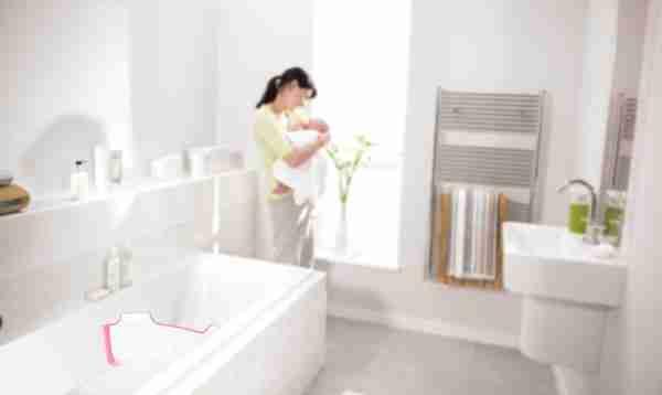 BabyDam bathtub barrier fitted in a bath.
