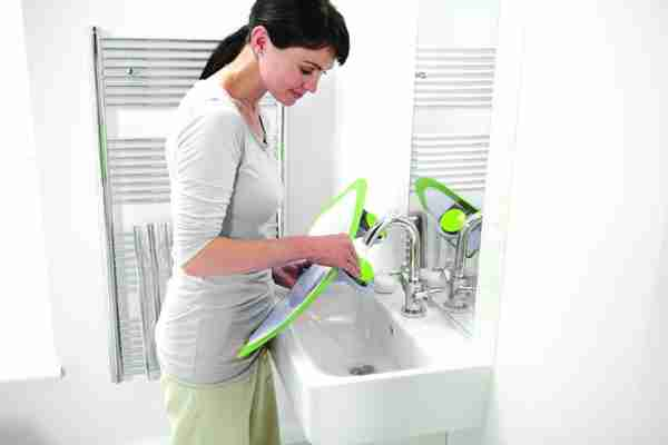 When your finished the bathwater barrier can be cleaned quickly and easily.