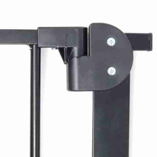The clever hinge keeps doors closed at all times