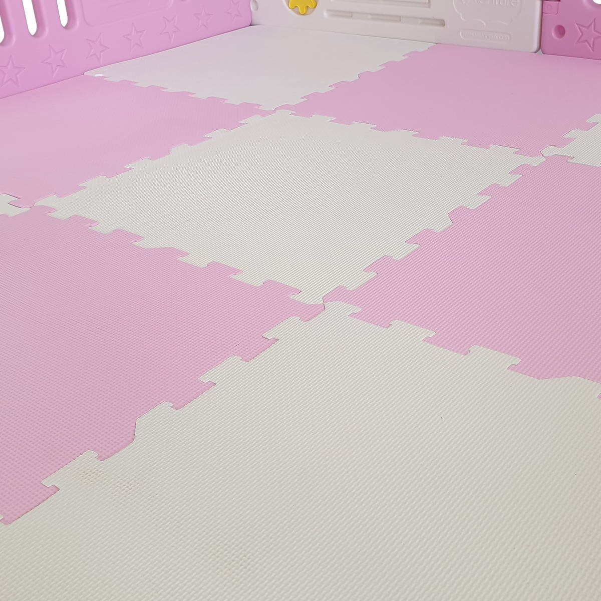 Pink floor mats included in Venture All Stars DUO playpen